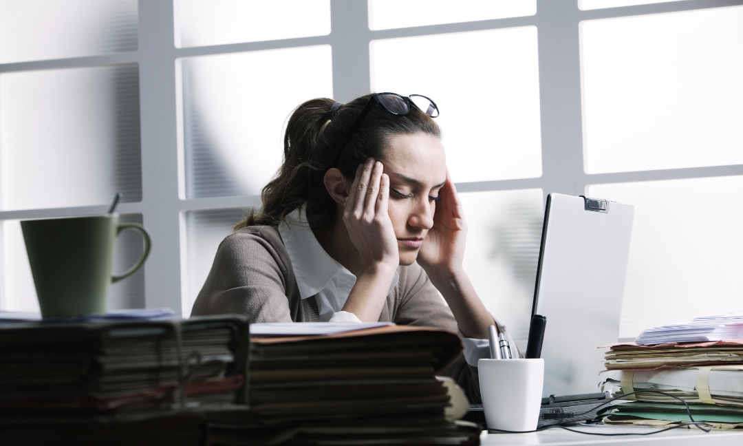 headache and migraine at work too much screen time